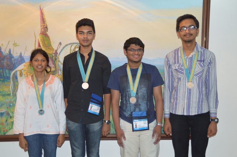 IOI 2015 Team Photo